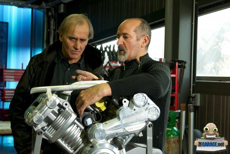 la-realisation-du-moteur-avec-thierry-henriette-a-gauche-c-dr-63343-10-zoom-article