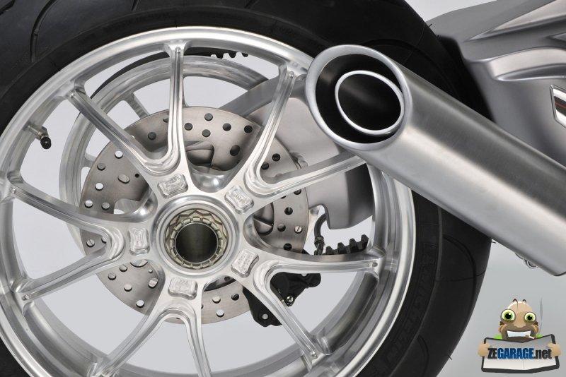le-monobras-conforte-l-esprit-racing-du-roadster-francais-c-dr-63343-14-zoom-article