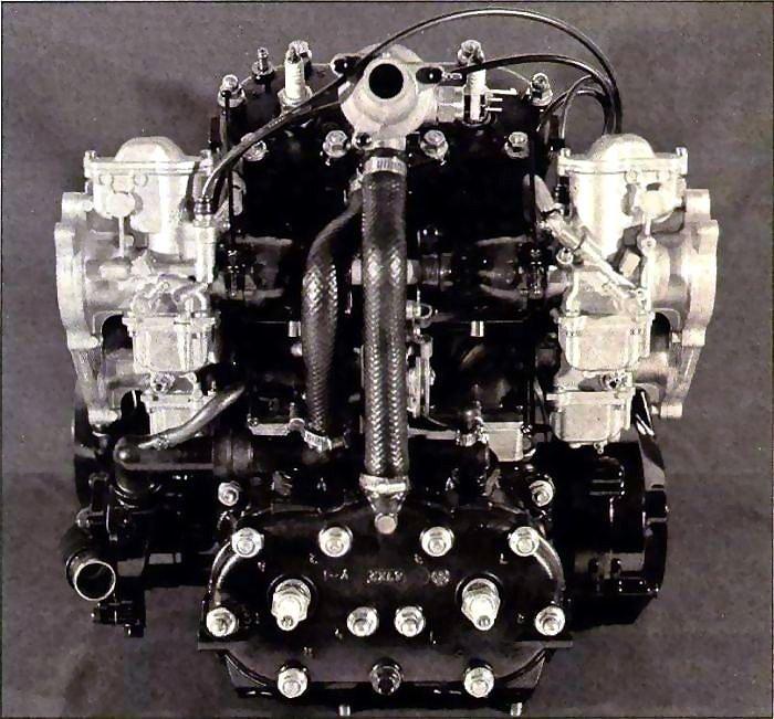 rd500lc-moteur-03