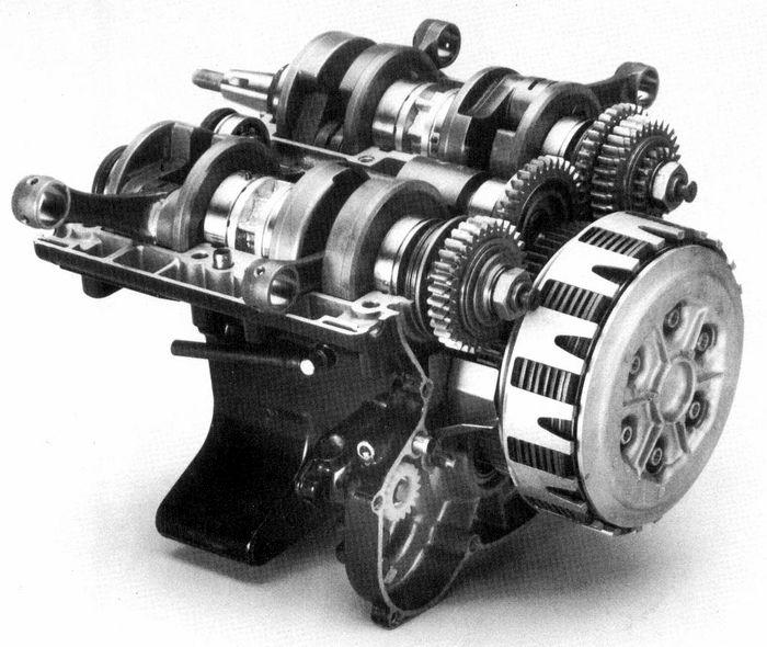 rd500lc-moteur-05